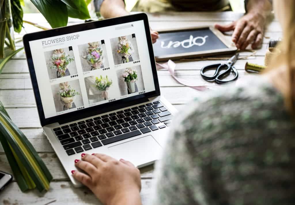 e business flower shop marketing promote on social PTP72KY